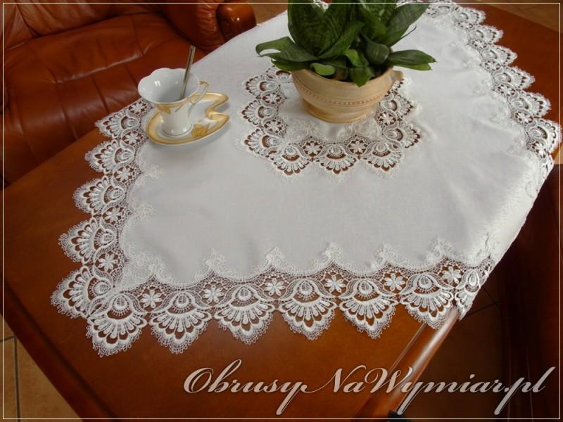 Nakładka w rozmiarze 85x85 - poglądowe zdjęcie serwetki w kolorze białym